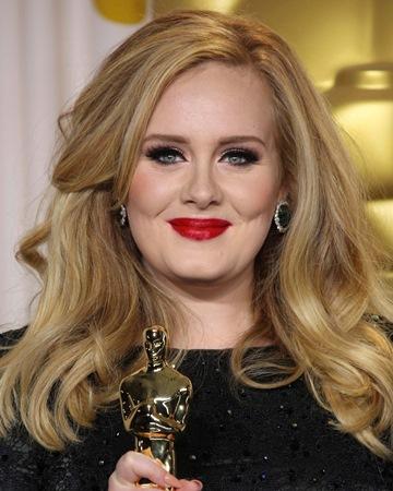 Cantante y cantautora  Adele
